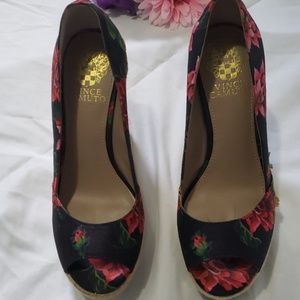 Vince camuto floral wedge